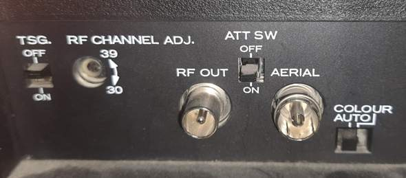 Was sind das für Anschlüsse (VHS-Recorder, mit Foto)?