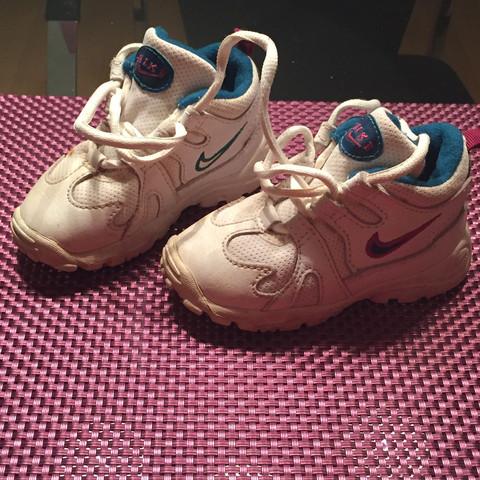 Foto Nummer 1 - (Nike, welches)