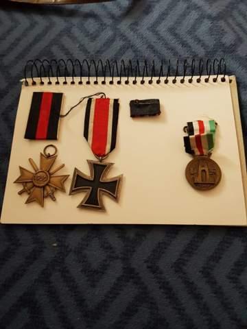 Was sind das für Orden oder Ehrenzeichen?