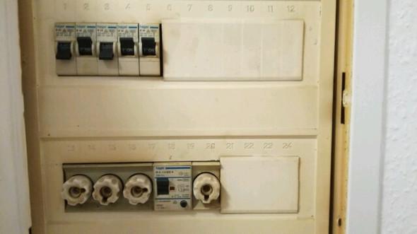 was sind das f r schalter im sicherungskasten elektronik wohnung sicherung. Black Bedroom Furniture Sets. Home Design Ideas