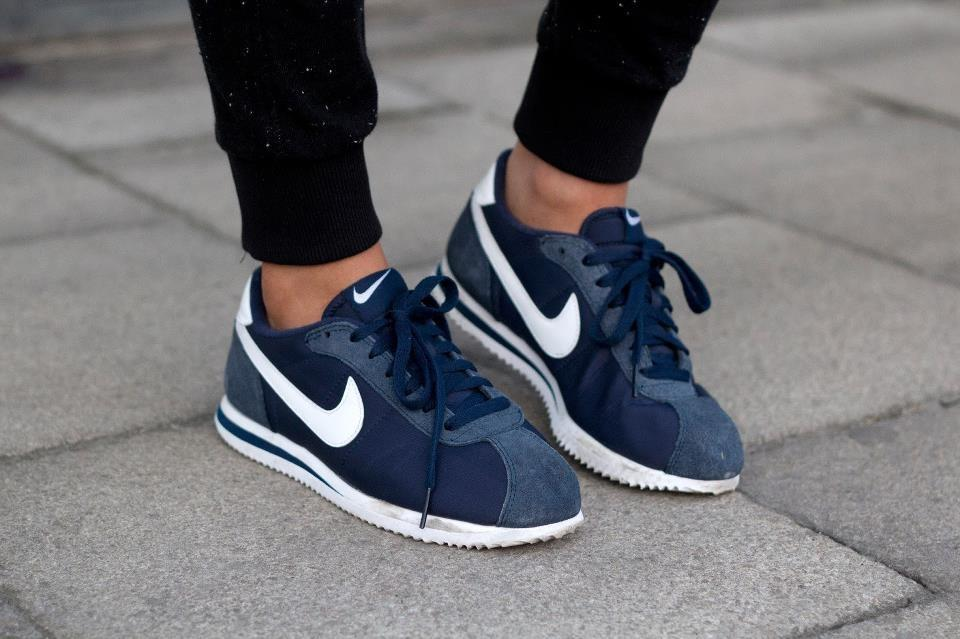 was sind das f r schuhe welches modell nike blau damen. Black Bedroom Furniture Sets. Home Design Ideas