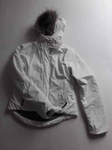 Was soll ich mit dieser alten weißen Winterjacke machen?