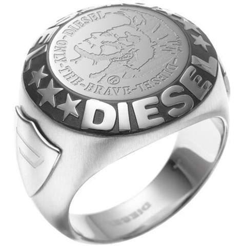 Was würdet ihr euch denken, wenn ihr einen 15-jährigen mit diesem Ring seht?