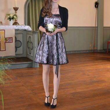 Das ist ein Konfirmationskleid - (Freunde, Kleidung, Abschlussfeier)