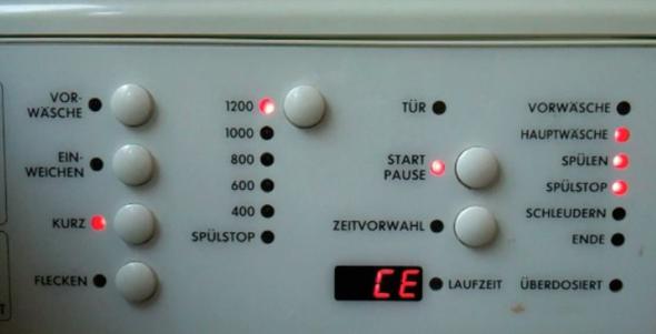 Display der Waschmaschine (nach 5 Minuten Klackgeräusche) - (Haushalt, Waschmaschine, waschen)