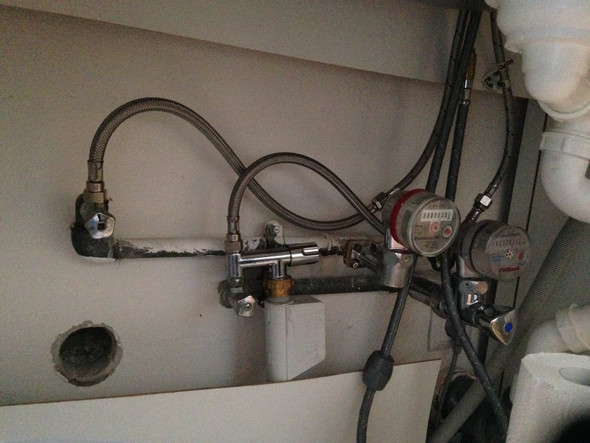 waschmaschine in der k che anschliessen anschlu aber von sp lmaschine schon belegt trotzdem. Black Bedroom Furniture Sets. Home Design Ideas