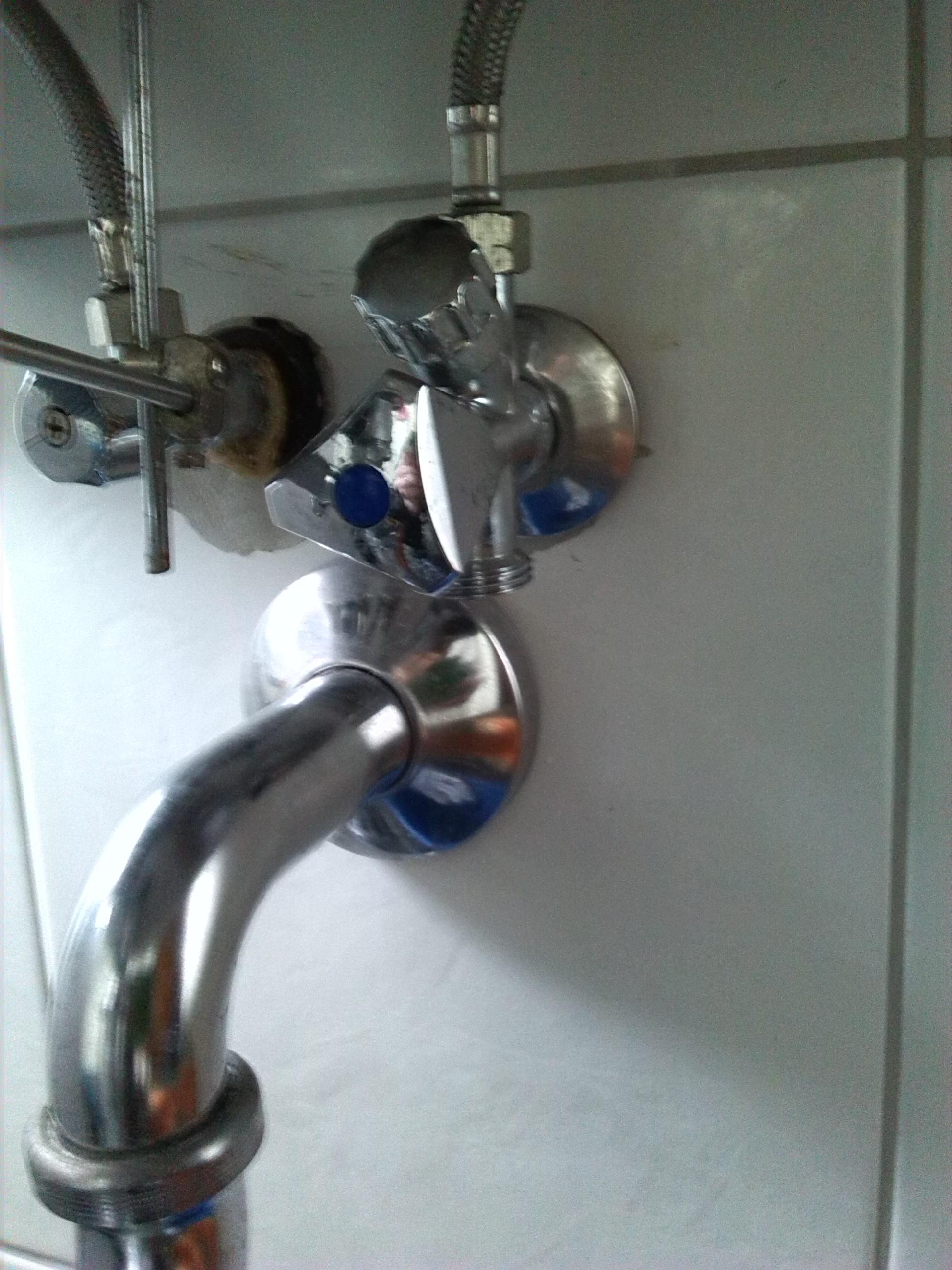 waschmaschine l sst sich nicht richtig anschlie en anschluss tropfen. Black Bedroom Furniture Sets. Home Design Ideas
