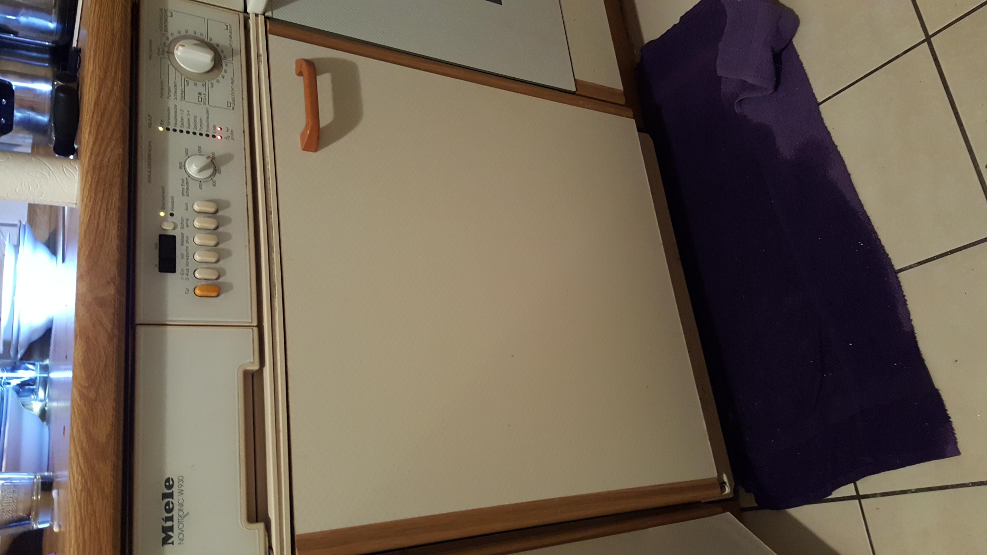 waschmaschine problem warum tritt wasser heraus und. Black Bedroom Furniture Sets. Home Design Ideas