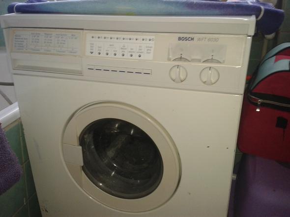 das ist die Waschmaschine sie ist schon etwas älter  - (Technik, Waschmaschine)