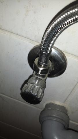 waschmaschinenanschluss brauche adapter waschmaschine anschluss. Black Bedroom Furniture Sets. Home Design Ideas