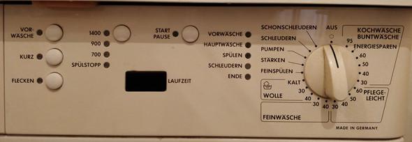 - (Wasser, Klamotten, Waschmaschine)