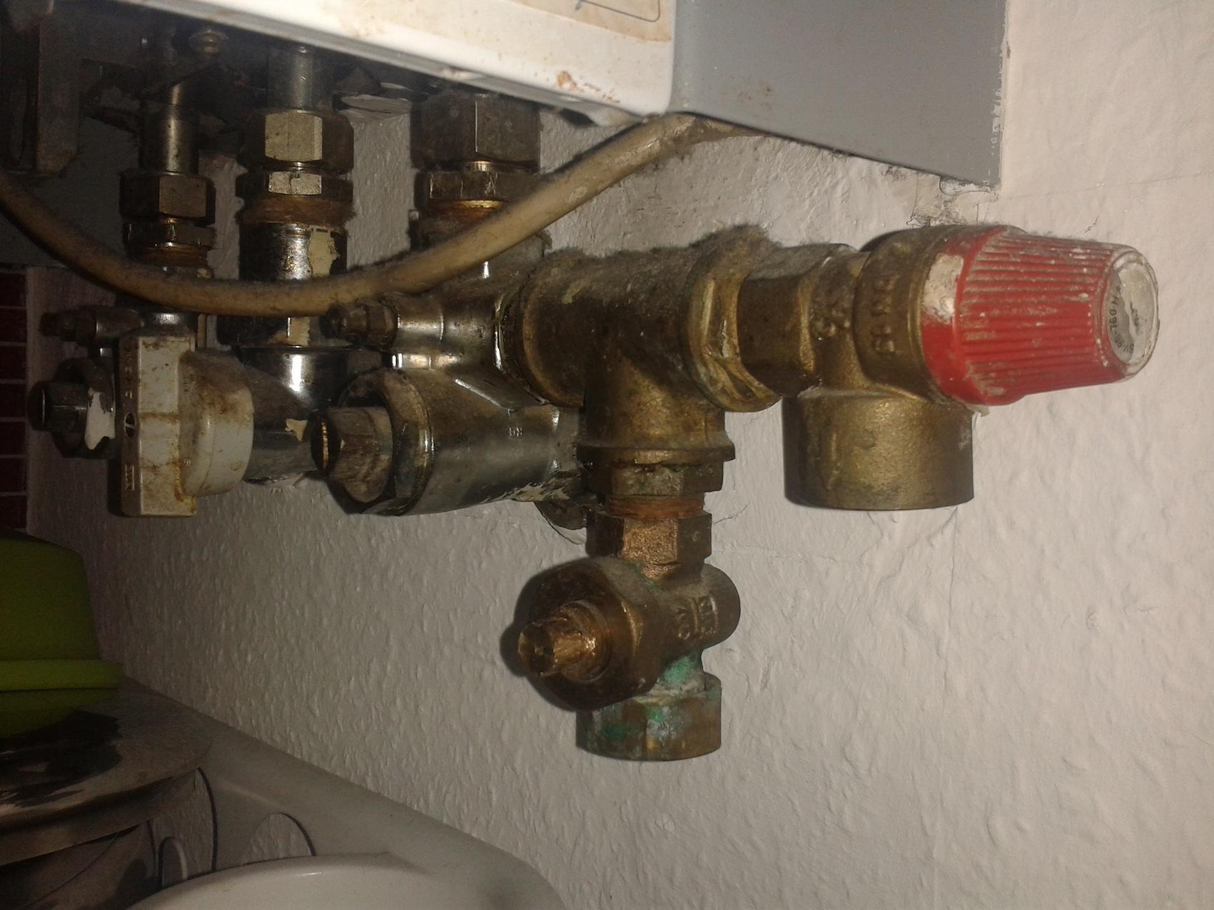 wasser im heizungssystem nachf llen an der heizung oder gastherme haus gas. Black Bedroom Furniture Sets. Home Design Ideas