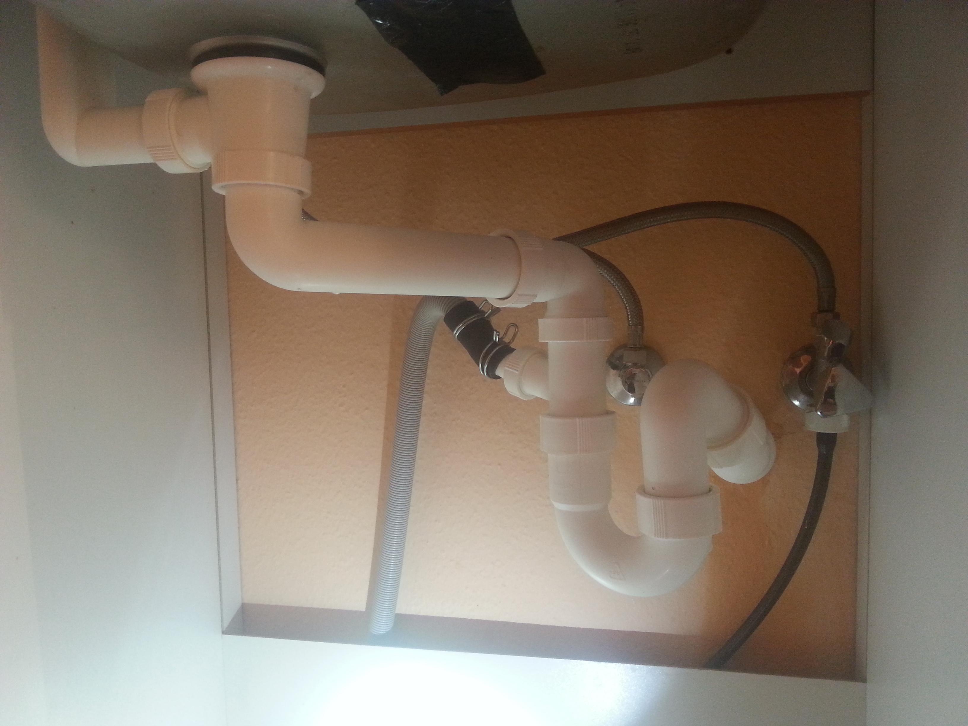 Wasser in der Küchenspüle rinnt nicht ab (Küche, Spuelmaschine, Abfluss)
