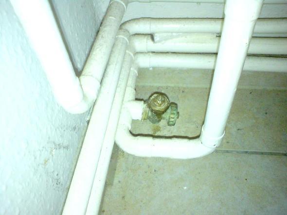 Bild 3 Ventil am Heizungsrücklaufrohr(?) - (Gastherme, ventil, junkers)