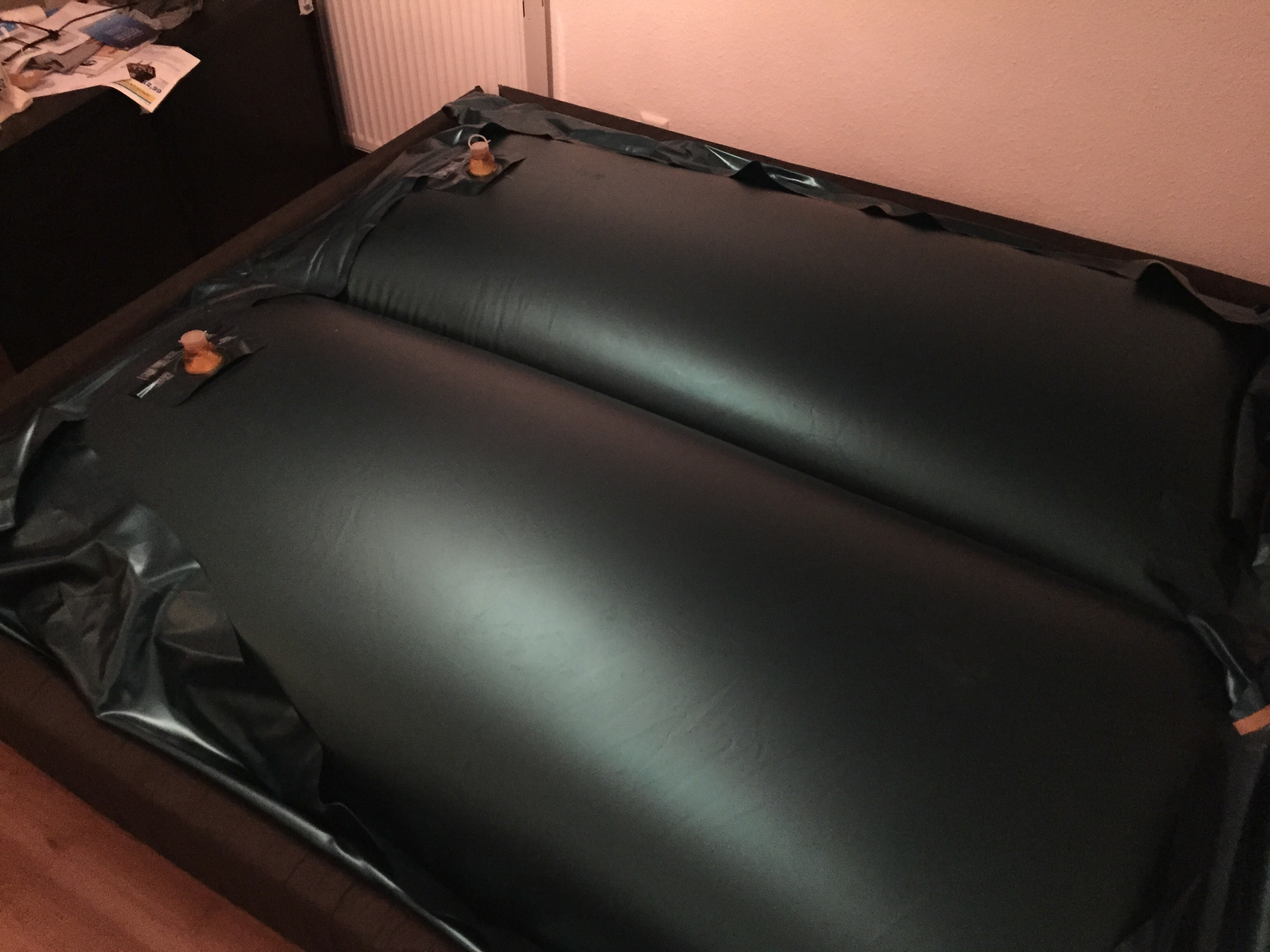 wasserbettmatratze sehen aus wie ballons bett matratze. Black Bedroom Furniture Sets. Home Design Ideas