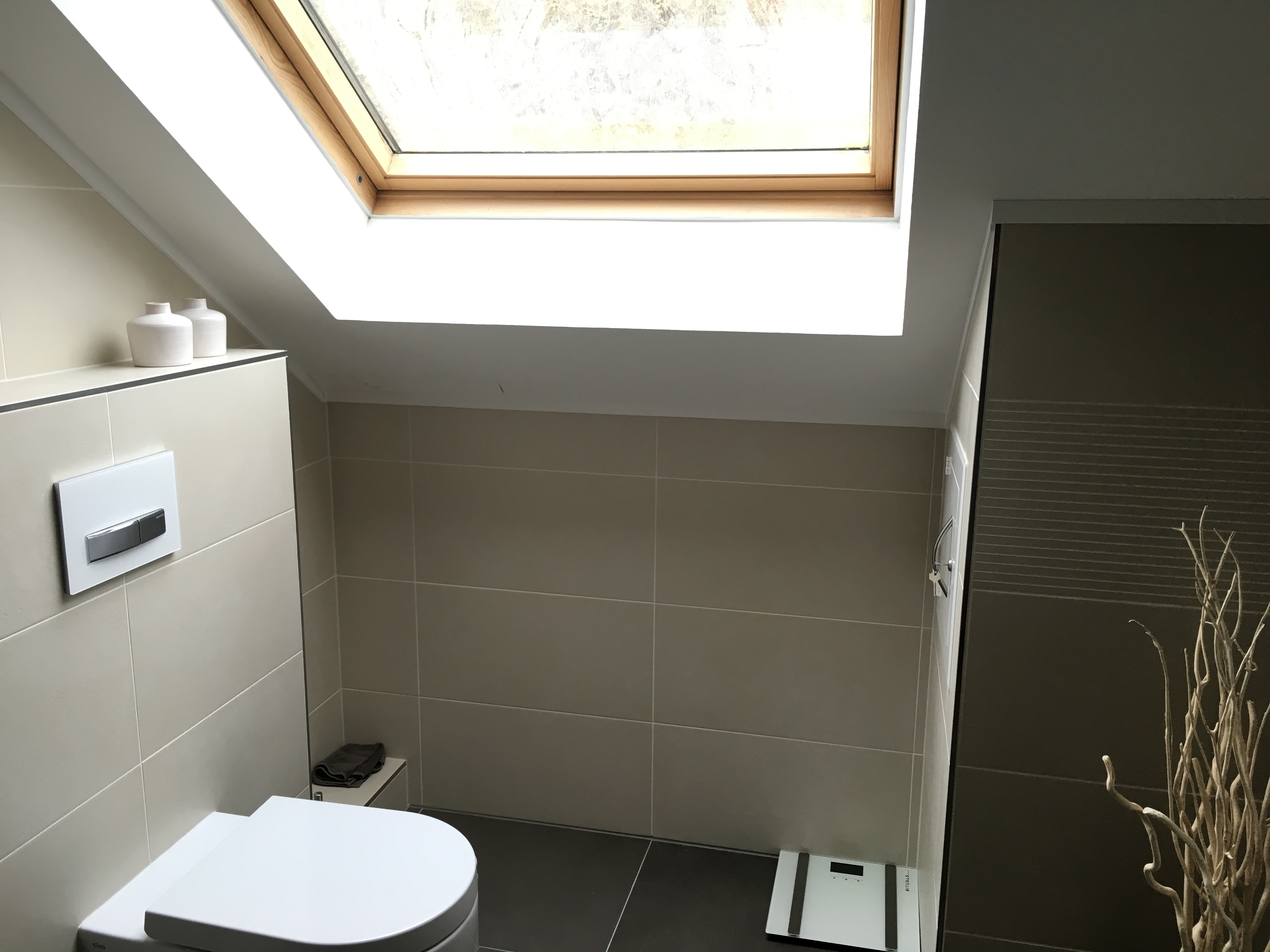 wasserschaden im badezimmer welche gr nde kann dies haben feuchtigkeit. Black Bedroom Furniture Sets. Home Design Ideas