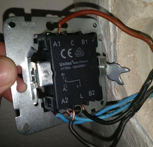 wechselschalter anschlie en licht geht nicht wieder aus elektronik lampe schalter. Black Bedroom Furniture Sets. Home Design Ideas