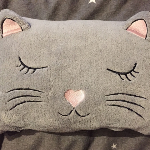So sieht das kissen aus. - (kaufen, Katze, Kissen)