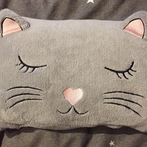 Weis jemand, wo ich dieses Kissen kaufen kann?
