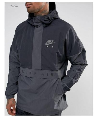 Weis jemand wo man diese Nike air Jacke kaufen kann?(Bild)?