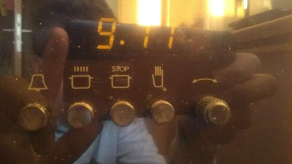 Weiß irgendwer wie man hier bei diesem Imperial Backofen die Uhrzeit einstellen kann?