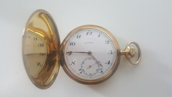 Weiß jemand irgendwas über diese Uhr?