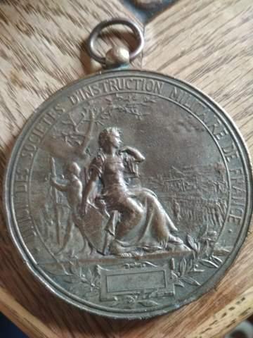 Weiß jemand, wann und wofür diese französische Militärmedaille verliehen wurde?