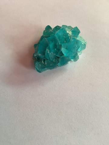 Weiß jemand was das für ein Kristall oder Edelstein ist?