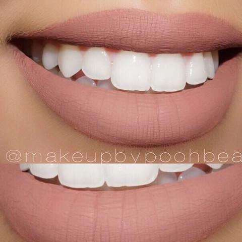 Weiß jemand welcher Lippenstift so aussieht wie auf dem Foto? Und wo ich ihn kriege ohne großen Aufwand (nicht bestellen) sondern eher von bipa dm oder Müller?