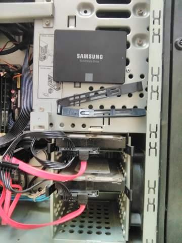 Weiß jemand wie ich die SSD eingebaut bekomme?