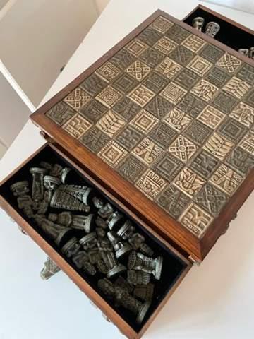 Weiß jemand wie man dieses Schachbrett nennt& ob es was wert ist?