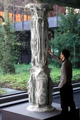 Weiß jemand wie Michael Hansmeyer seine berühmten Säulen erstellt hat?