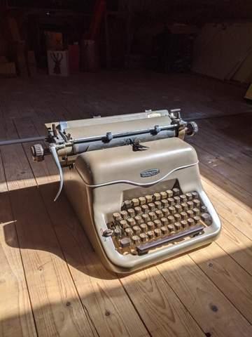 Weiß jemand wie viel wert so eine Schreibmaschine ist?