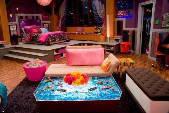 wei jemand wo es billig die m bel von carlys zimmer gibt von icarly serie. Black Bedroom Furniture Sets. Home Design Ideas