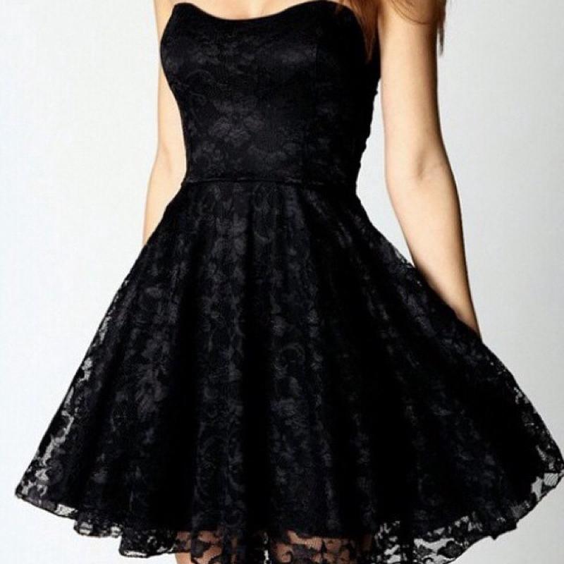 Kleid oben eng unten tull