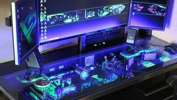 wei jemand wo ich so einen tisch finde pc gaming setup. Black Bedroom Furniture Sets. Home Design Ideas