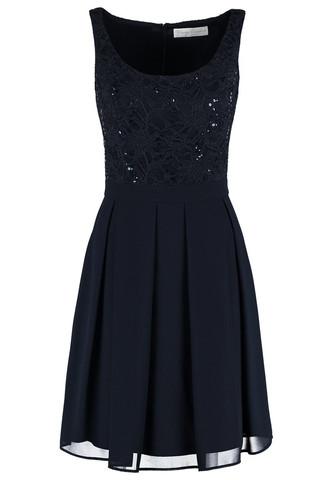 ... - (kaufen, shoppen, Kleid)