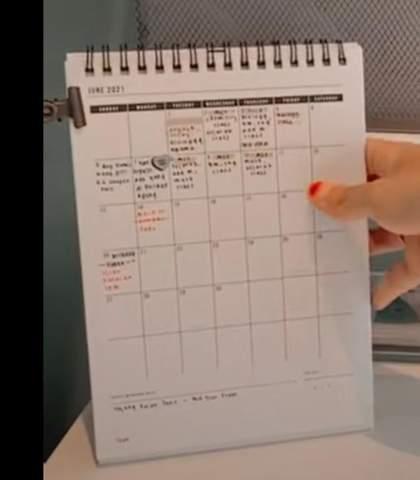 Weiß jemand wo man so einen Kalender bekommt?
