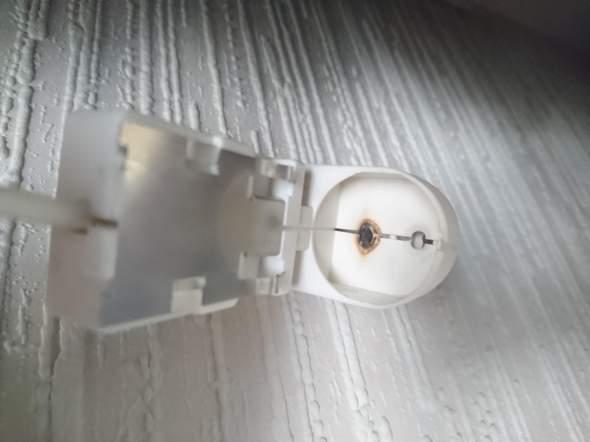 Weiß jemand woher ich so einen Anschluss für Leuchtstoffröhren (siehe Bilder) einzeln bekomme?