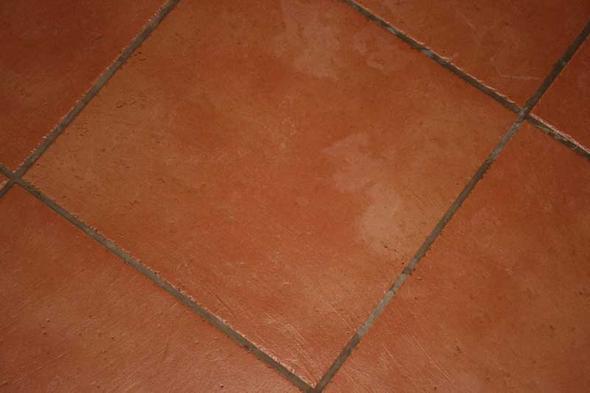 Fußboden Fliesen Fugen Reinigen ~ Dunkle fugen von bodenfliesen reinigen bild ausgezeichnet