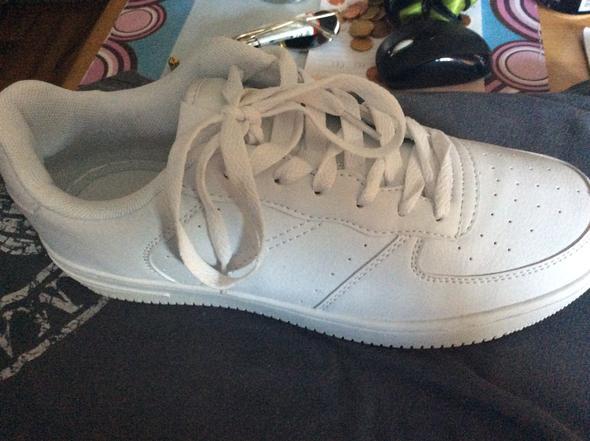 Weiße Schuhe färben oder anmalen wasserfest . (Farbe, malen