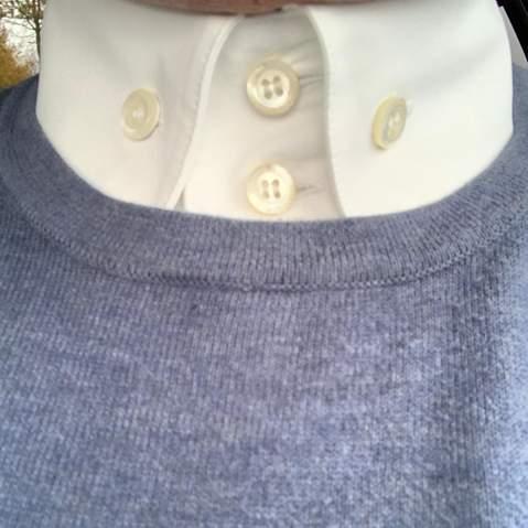 Weißes Hemd unter Rundhalspullover?