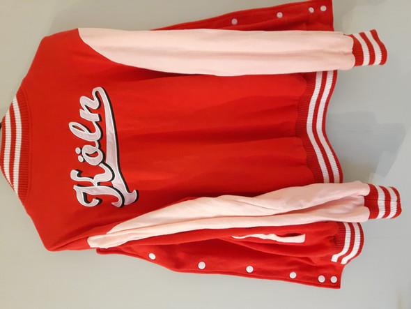 Jacke verfärbt sich rot nachdem man es gewaschen hat