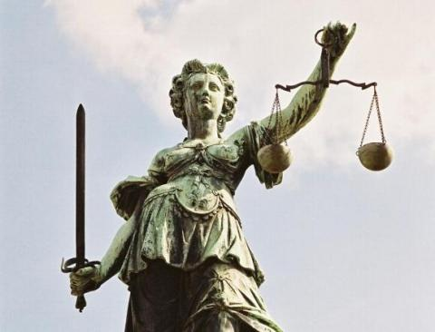 - (Justiz, Karlsruhe, Gerichte)