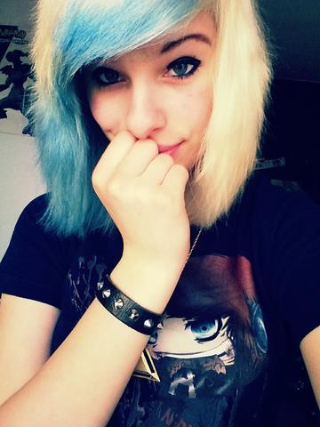 dunkelblondes haar mit blau passt das haarfarbe