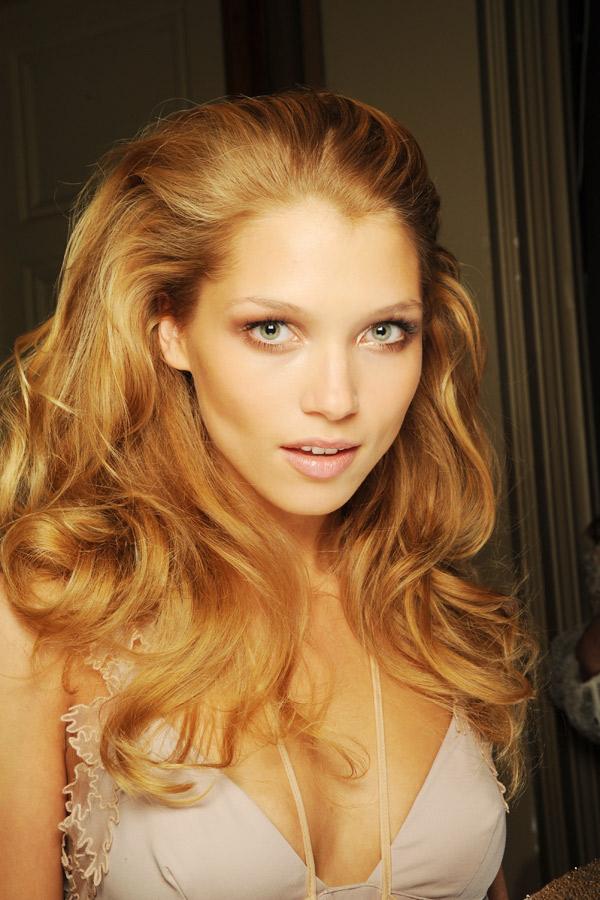 Erdbeerblonde Haare Blondieren Blond
