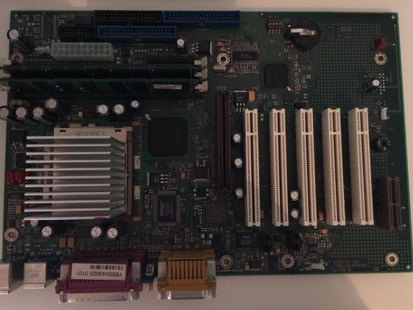 Das Board in Komplettansicht - (Computer, Mainboard, Motherboard)