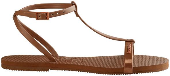 Welche dieser Sandalen sind eher für Jungs (16-17 Jahre) geeignet (die schwarzen oder braunen)?