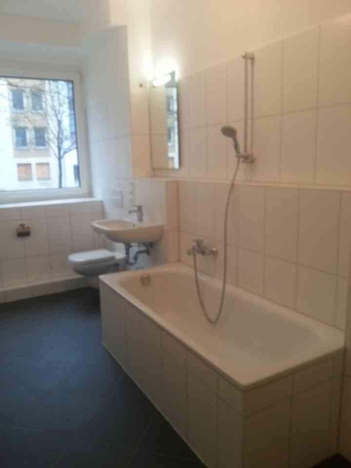 welche duschwand f r diese badewanne bitte hilfe ecke badewannenaufsatz. Black Bedroom Furniture Sets. Home Design Ideas