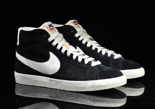 Schuhe schwarz lackieren